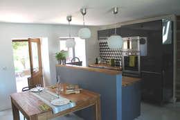 maison VAP: Cuisine de style de style Moderne par virginie DEVAUX