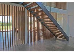 Corridor & hallway by Rayner Davies Architects