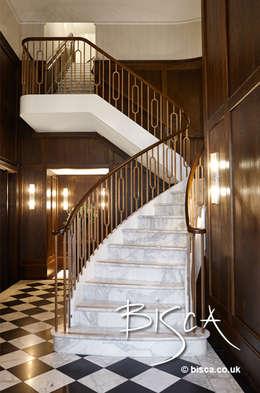 Hiên, sân thượng by Bisca Staircases