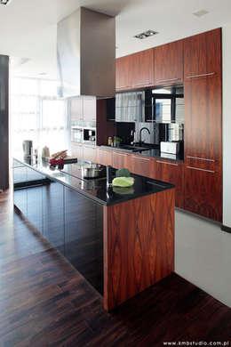 mieszkanie  Wilanów: styl , w kategorii Kuchnia zaprojektowany przez kmb studio