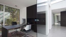Eigentijdse bungalow: moderne Studeerkamer/kantoor door Lab32 architecten