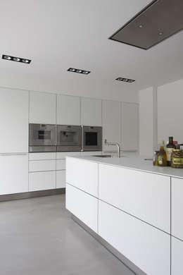 Cocinas de estilo moderno por Lab32 architecten