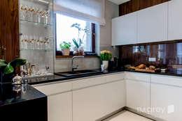 Modern Apartment - 100m2: styl , w kategorii Kuchnia zaprojektowany przez TiM Grey Interior Design