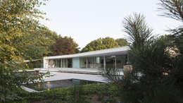 Casas de estilo moderno por Lab32 architecten