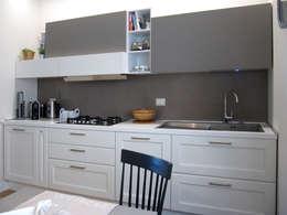 cucina : Cucina in stile in stile Moderno di studio radicediuno