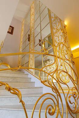 Projekty,  Korytarz, hol i schody zaprojektowane przez Privilege Design
