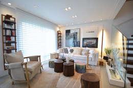 tropical Living room by Michele Moncks Arquitetura