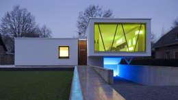 Droomhuis met 'Ambylight': moderne Huizen door Lab32 architecten