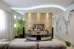 غرفة الميديا تنفيذ Designer de Interiores e Paisagista Iara Kílaris