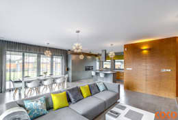 رہنے کا کمرہ  by COCO Pracownia projektowania wnętrz