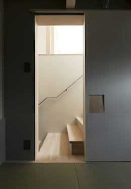 FOLD: 充総合計画 一級建築士事務所が手掛けた玄関・廊下・階段です。