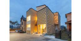 판교 시전당: 제이에이치와이 건축사사무소의  주택