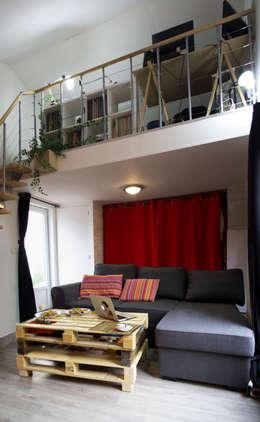 piece principale: Salon de style de style Moderne par lmarchitectureinterieure