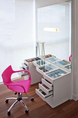 غرفة نوم تنفيذ KTA - Krakowiak & Tavares Arquitetura