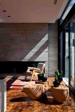 Livings de estilo moderno por Marcos Bertoldi
