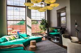 Salas de estilo moderno por Conzept