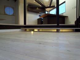 扇翁: 充総合計画 一級建築士事務所が手掛けた玄関・廊下・階段です。
