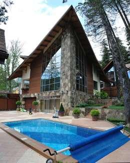Projekty, nowoczesne Domy zaprojektowane przez Dinastia Designs