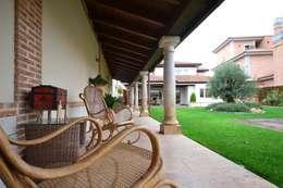 Casas de estilo rústico por Canexel