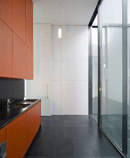 Casa Jarego: Cozinhas modernas por CVDB Arquitectos