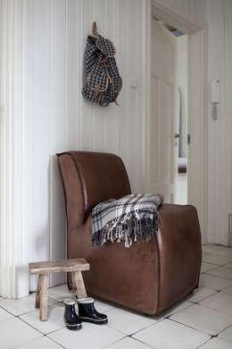 Apartament na Kabatach: styl , w kategorii Korytarz, przedpokój i schody zaprojektowany przez Studio Inaczej