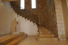 Pasillos y recibidores de estilo  por CARLO CHIAPPANI  interior designer