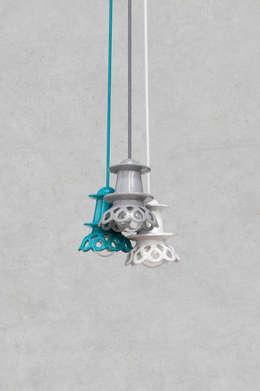 NENU: styl , w kategorii Salon zaprojektowany przez Grześkiewicz Design Studio Oświetlenie