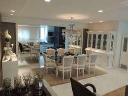 Apartamento LB: Salas de jantar clássicas por Roesler e Kredens Arquitetura