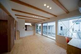 Phòng khách by 一級建築士事務所 想建築工房