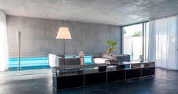 Maison contemporaine: Salon de style de style Moderne par Inter-Faces