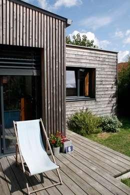 Extension bois cuisine salle à manger: Salle à manger de style de style Moderne par EC architecture