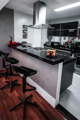 Apartamento Campo Belo: Cozinhas modernas por SP Estudio