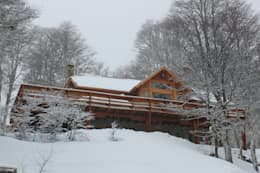 Cabaña Las Pendientes - Patagonia Argentina: Casas de estilo clásico por Aguirre Arquitectura Patagonica