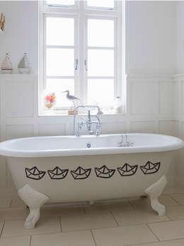 Baños de estilo  por Petit Vinilo