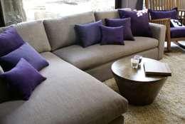 Sofa chaise: Salas multimedia de estilo moderno por Jacobs Interiorismo