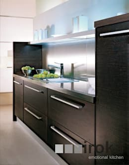MOBILIARIO DE COCINA MODELO SOFIA: Cocinas de estilo minimalista por IROKA