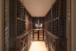 Bodegas de vino de estilo  por Tim Wood Limited