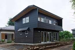 西外観: 氏原求建築設計工房が手掛けた家です。