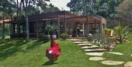Projekty, rustykalne Domy zaprojektowane przez Kika Prata Arquitetura e Interiores.