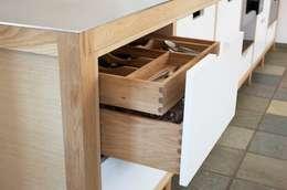 scandinavian Kitchen by DESIGNMOB MOBİLYA İNŞ SAN DIŞ TİC LTD ŞTİ