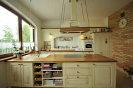 Kuchnia w kolorze kremowym: styl , w kategorii Kuchnia zaprojektowany przez 'Rustykalnia'  Sztuka Wnętrza