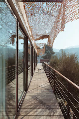 VILLA MACINITA: Terrasse de style  par X-TREM CLEMENT BOIS ARCHITECTE