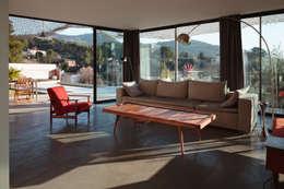 VILLA MACINITA: Salon de style de style Moderne par X-TREM CLEMENT BOIS ARCHITECTE