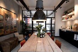 BRICKS Studio: endüstriyel tarz tarz Yemek Odası