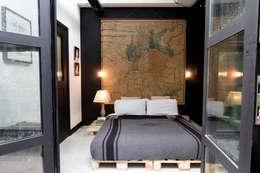 Garage Loft: eclectische Slaapkamer door BRICKS Studio