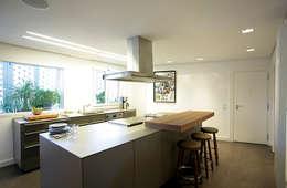 Cocinas de estilo moderno por dopplo