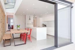 Cocinas de estilo minimalista por Thomas & Spiers Architects
