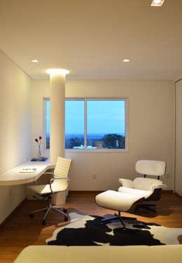Oficinas de estilo moderno por Boa Arquitetura