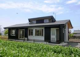 東南の外観: 氏原求建築設計工房が手掛けた家です。