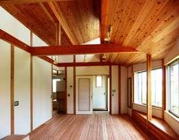 ห้องนั่งเล่น by 氏原求建築設計工房